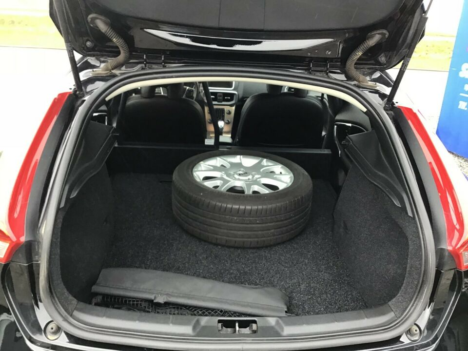 Volvo V40 CC 2,0 D3 150 Momentum aut. Van Diesel aut.