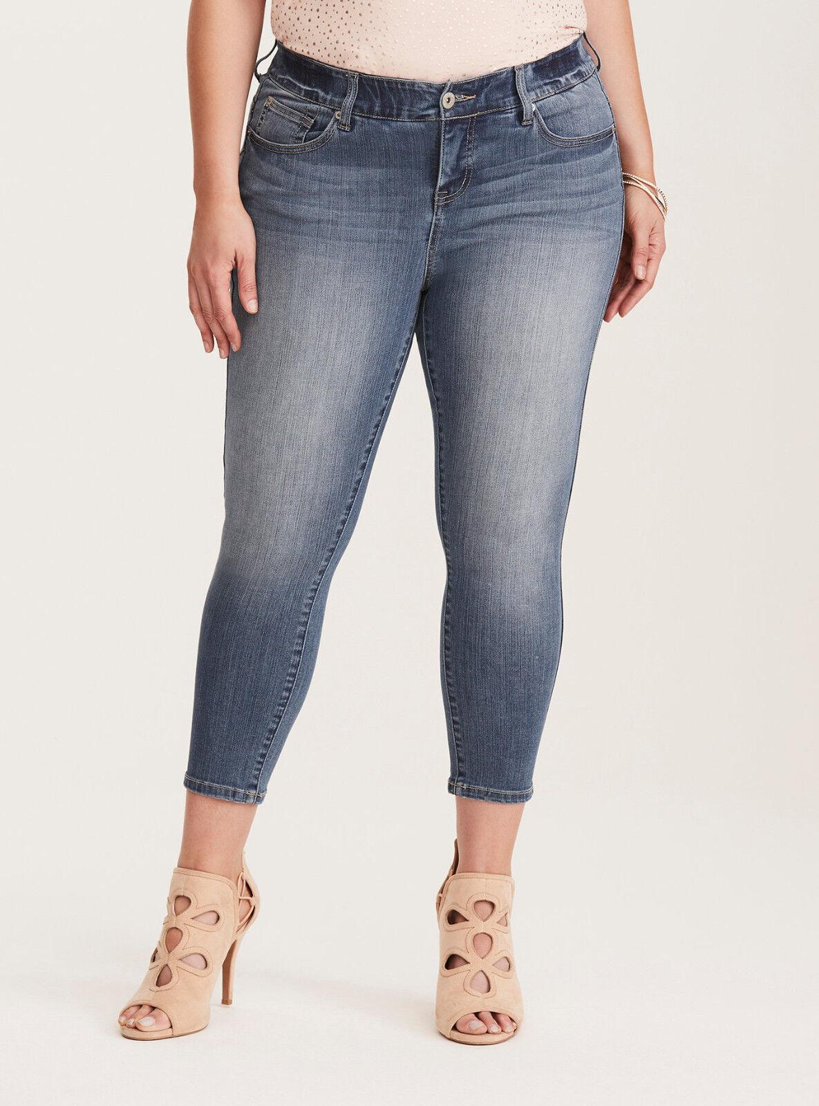 TORRID Premium Stretch Bombshell Cropped Skinny Jeans - Medium Wash   Sz 20 NWT