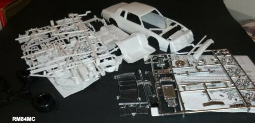 RM84MC 1983-5 MONTE CARLO DONOR NASCAR W//CHEVY ENGINE Model Car Mountain 1//24