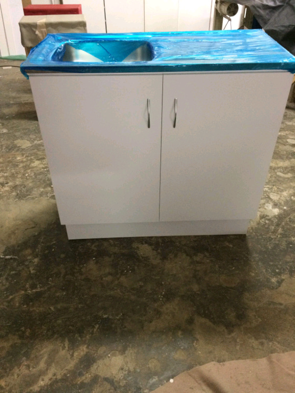 Kitchen cupboard with single sink
