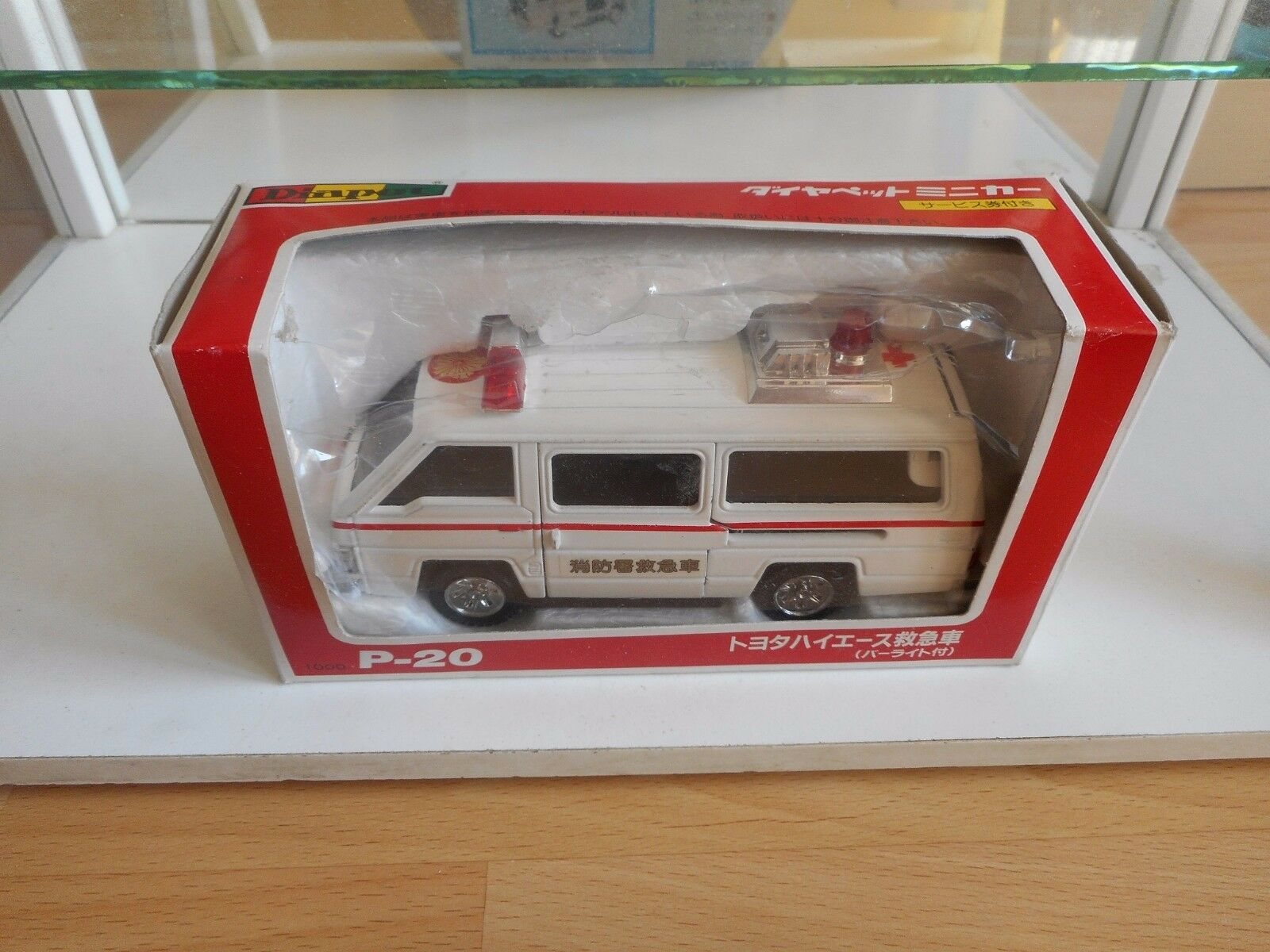 Diapet Toyota Toyota Toyota Hi-Ace Ambulance in White on 1 35 in Box c14