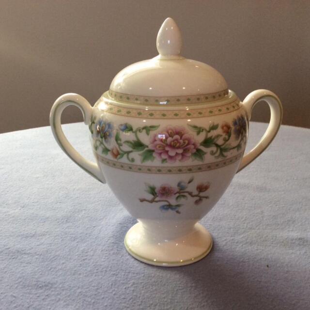Wedgwood Brocade bone china Leigh shape sugar box and lid