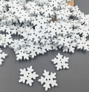 Hearty 50pcs Christmas Holiday Wooden Collection Snowflakes Buttons Snowflakes Embellishments 18mm Creative Decoration Buttons
