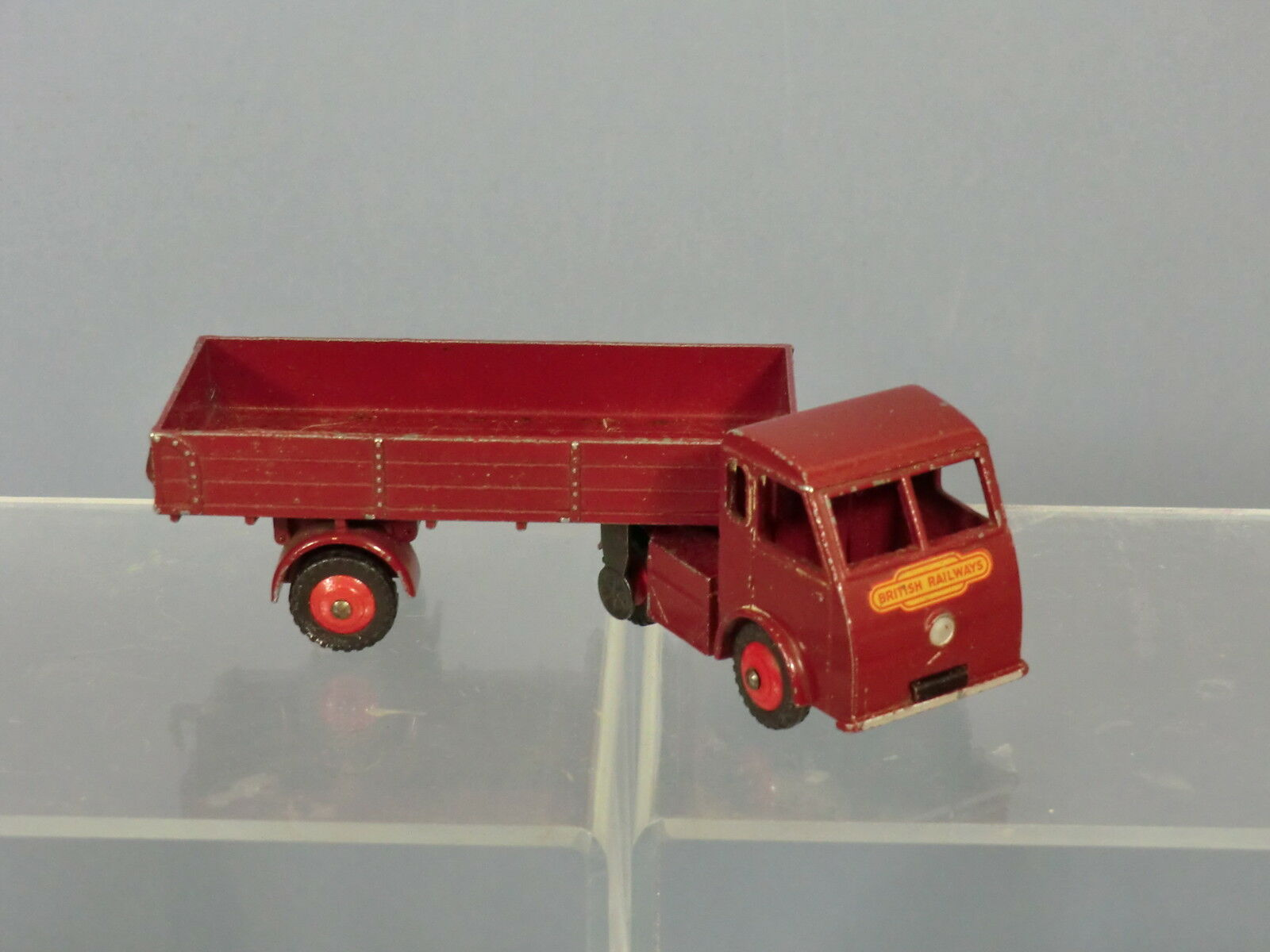 DINKY TOYS MODEL  No.421 ELECTRIC ARTICULATED LORRY   HINDLE SMARTS