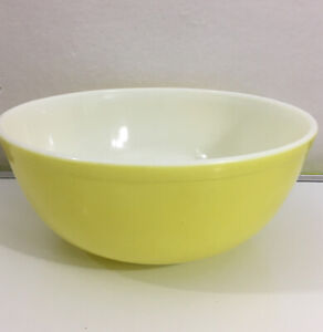 Pyrex Yellow White Milk Glass Oven Ware  4 Quarts 404 Made In USA