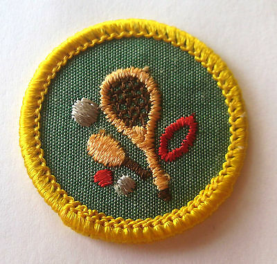 GOOD GROOMING USED CHEESECLOTH BACK VINTAGE  GIRL SCOUT CADETTE BADGE