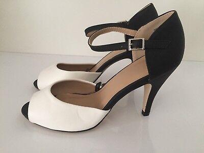 Señoras Negras/blancas tacón alto punta abierta zapatos talla 5 Nuevo Entrega Gratis