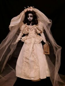 Sinisterly-Sissy-039-s-039-Aurora-039-Creepy-Scary-Spooky-Ooak-24-034-Bride-Doll-with-Stand