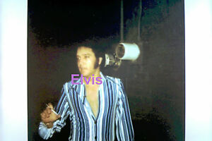 ELVIS-PRESLEY-IN-BLUE-STRIPPED-SHIRT-RCA-STUDIOS-1968-PHOTO-CANDID-1