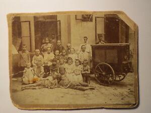 Wien-1899-Gruppe-Kinder-Jungen-Maedchen-mit-Frau-amp-Mann-mit-Karren-KAB