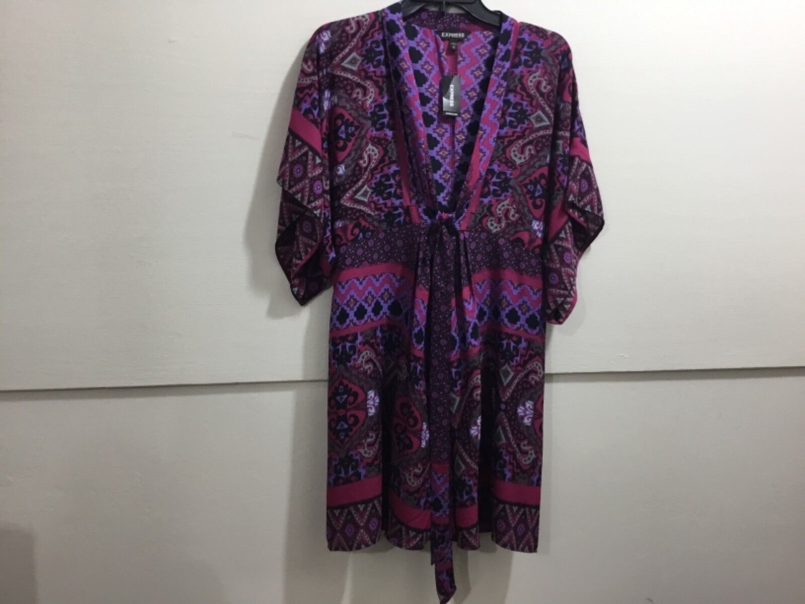 Express ladies NWT adorable tie front patterned adorable dress