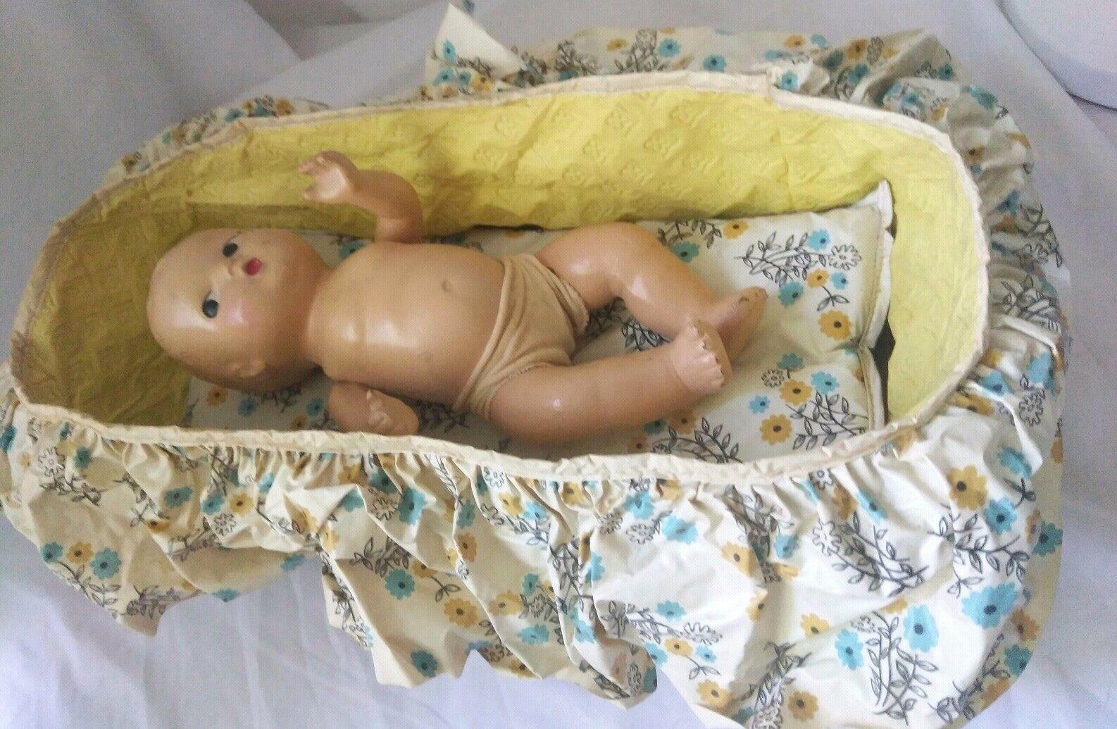 Antique Composition bambola bambino set  in Diaper string jointed  bambolaies cradellete  il più economico