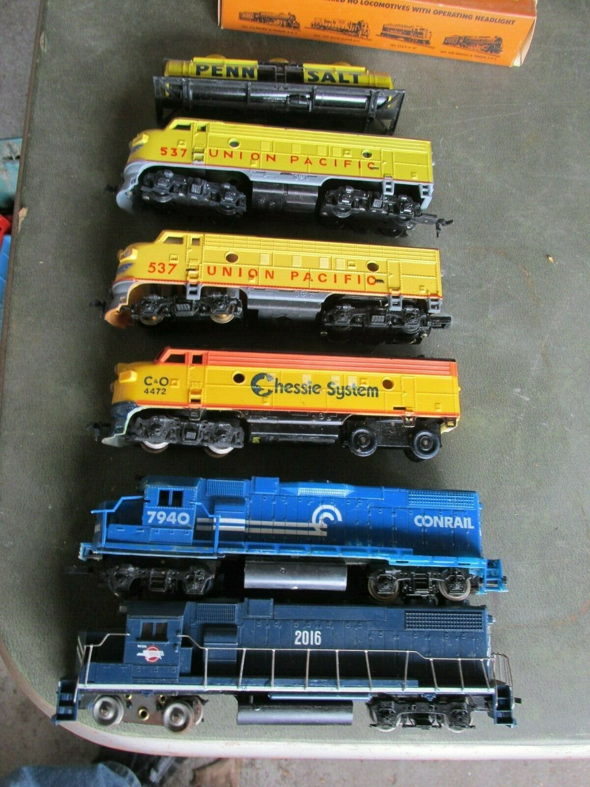 LOT OF 5 ENGINES & PART OF TANKER CAR