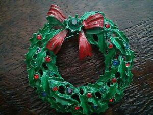 #VINTAGE Green Enamel w/Red Bow & Rhinestones Wreath Christmas Pin Brooch