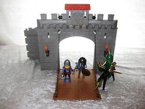 Playmobil-viele-Ritter-Figuren-mit-Zubehor-PM-4