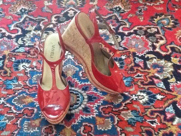 ae34f0ad8a Vaneli Subtle Glitter Red Patent Leather Cork Platform T-Strap Sandals 8.5N  EUC