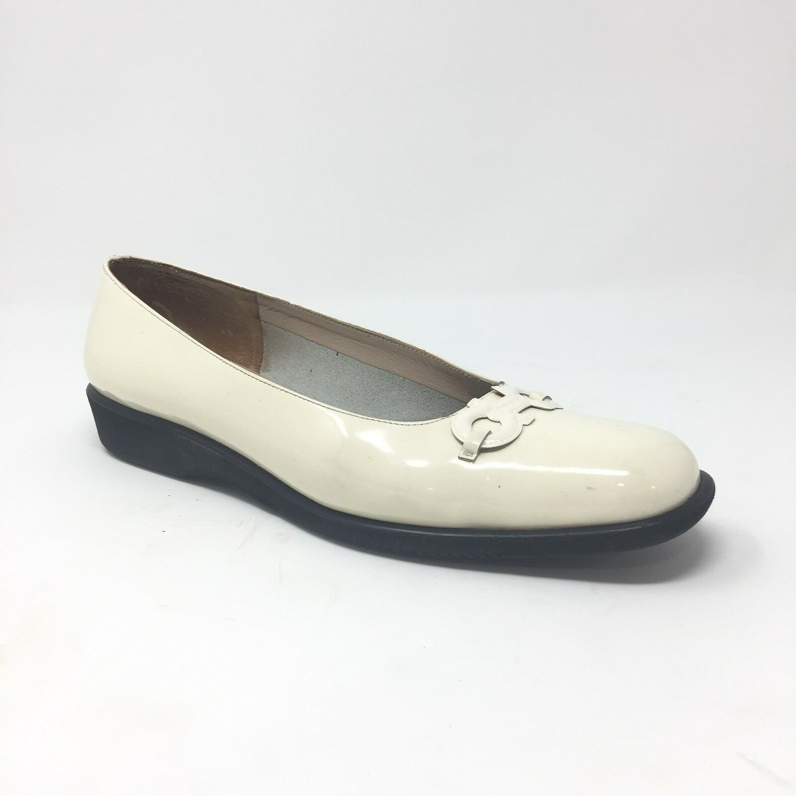 Salvatore Ferragamo Size 9.5 2A AA Ivory Off White Patent Loafer Wedge Flats