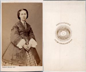 Bayard-amp-Bertall-Paris-Jeune-femme-en-robe-a-carreaux-et-mantelet-circa-1865
