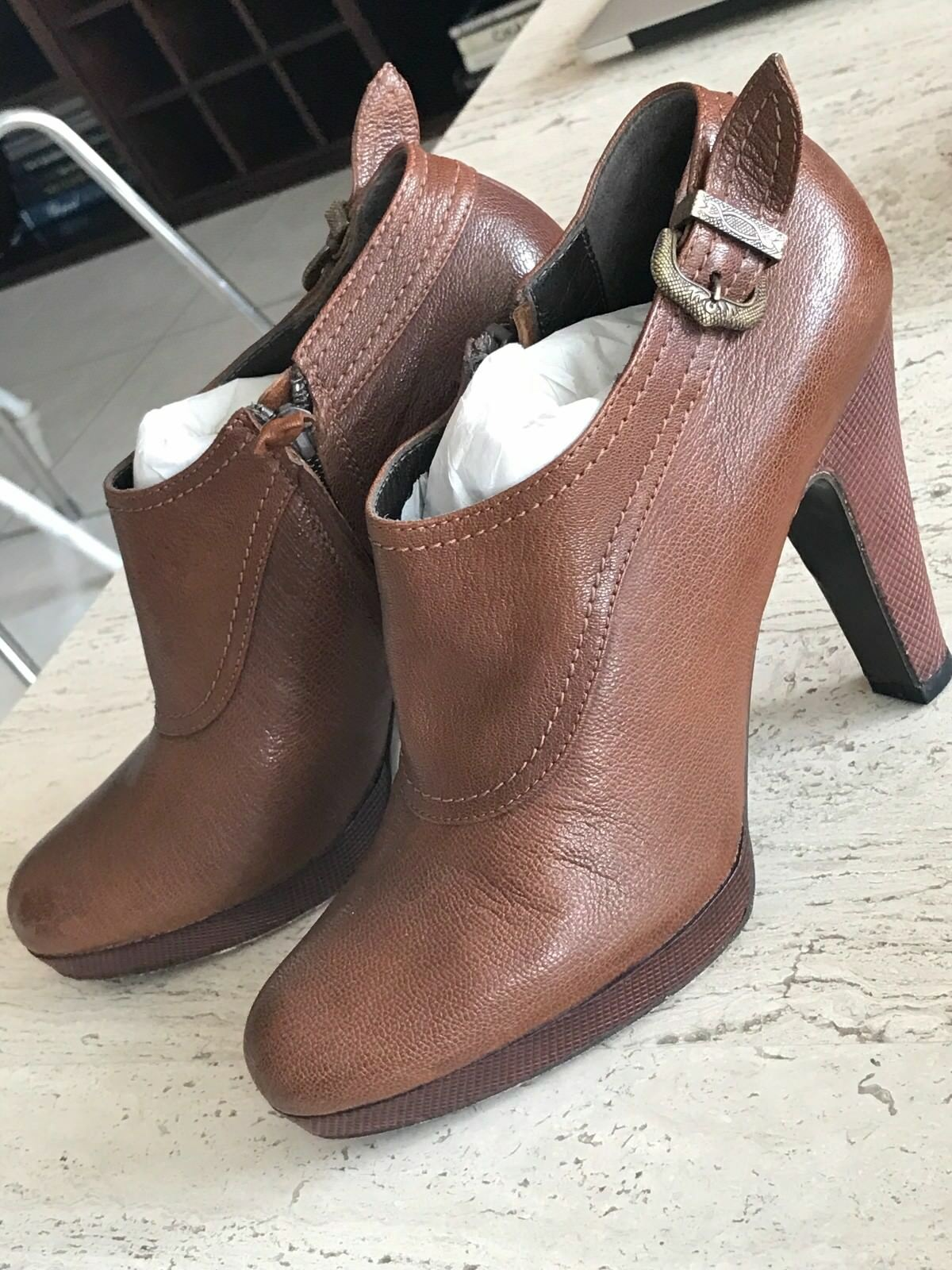 Elie Tahari Leather Charlotte Ankle Stiefel Style K72AU20U Größe 9 Cognac