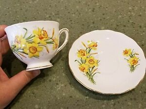 England ROYAL VALE TEA CUP & SAUCER SET DAFFODILS Bone China Ridgway Potteries