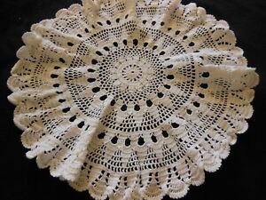 ancien-napperon-vintage-blanc-crochet-pourtour-plisse-rond-36-cm