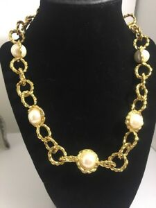 Vintage-Anne-Klein-Faux-Pearl-Gold-Plated-Necklace-High-End-Lion-Hangtag