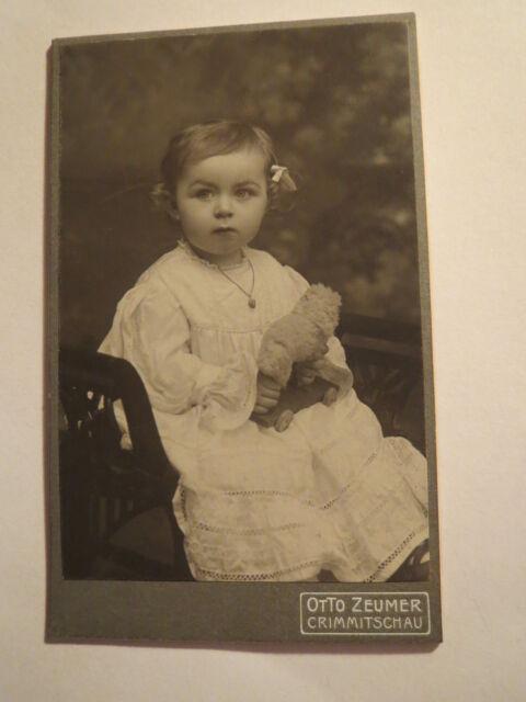 Crimmitschau - kleines Kind - Mädchen mit Spielzeug Tier - Portrait / CDV
