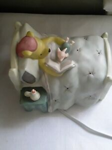 VTG-Pooh-Piglet-Night-Light-Classic-Pooh-Michel-Co-Pooh-Reading-To-Piglet