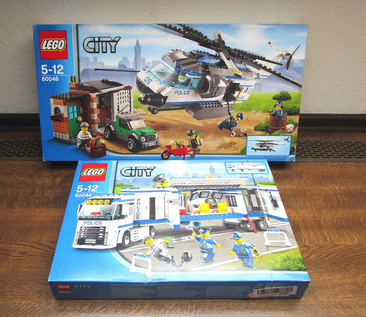 LEGO 60046 & & &  60044 - Verfolgung mit dem Hubschrauber und Polizei Truck 4d4e48