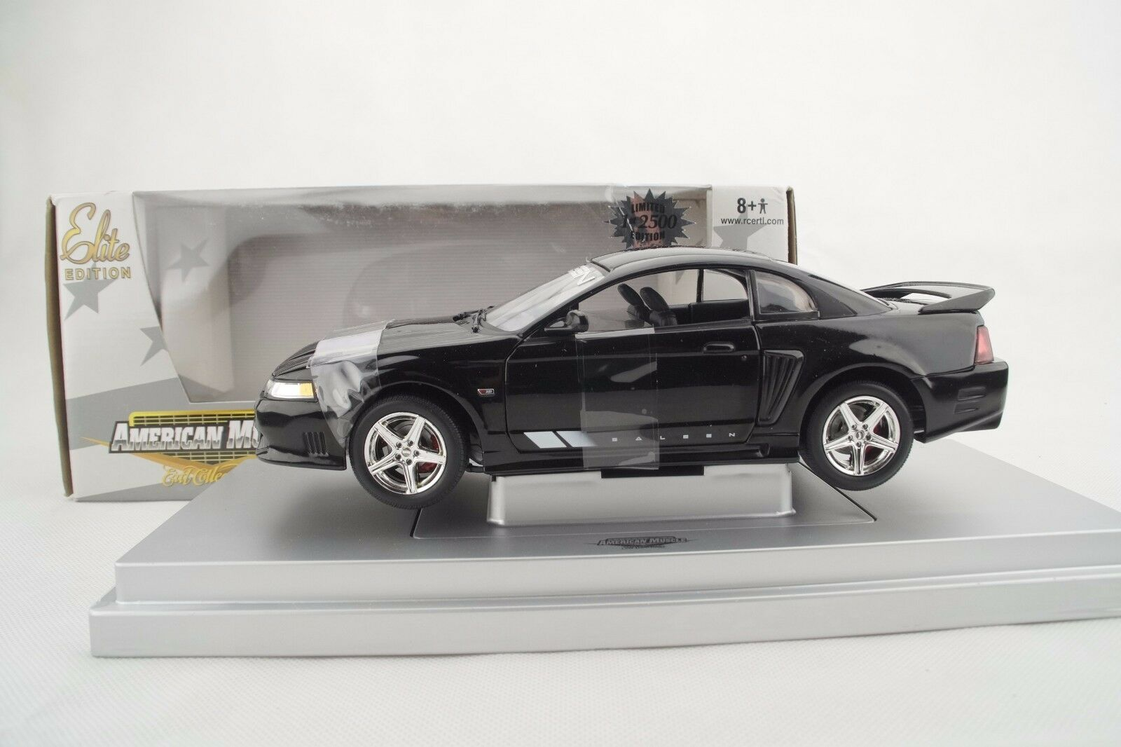 1 18 Ertl - 2004 Saleen S281 Negro