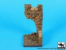 Black Dog 1/35 Ruined Entrance Section w/Sandbags Vignette Base (6 x 6cm) D35086
