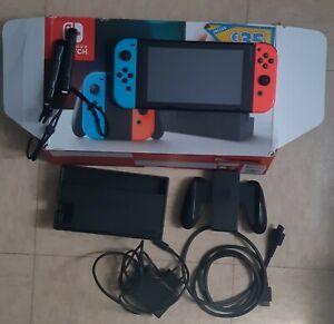 Nintendo Switch Console avec Paire de Joy-Con - Bleu/Rouge