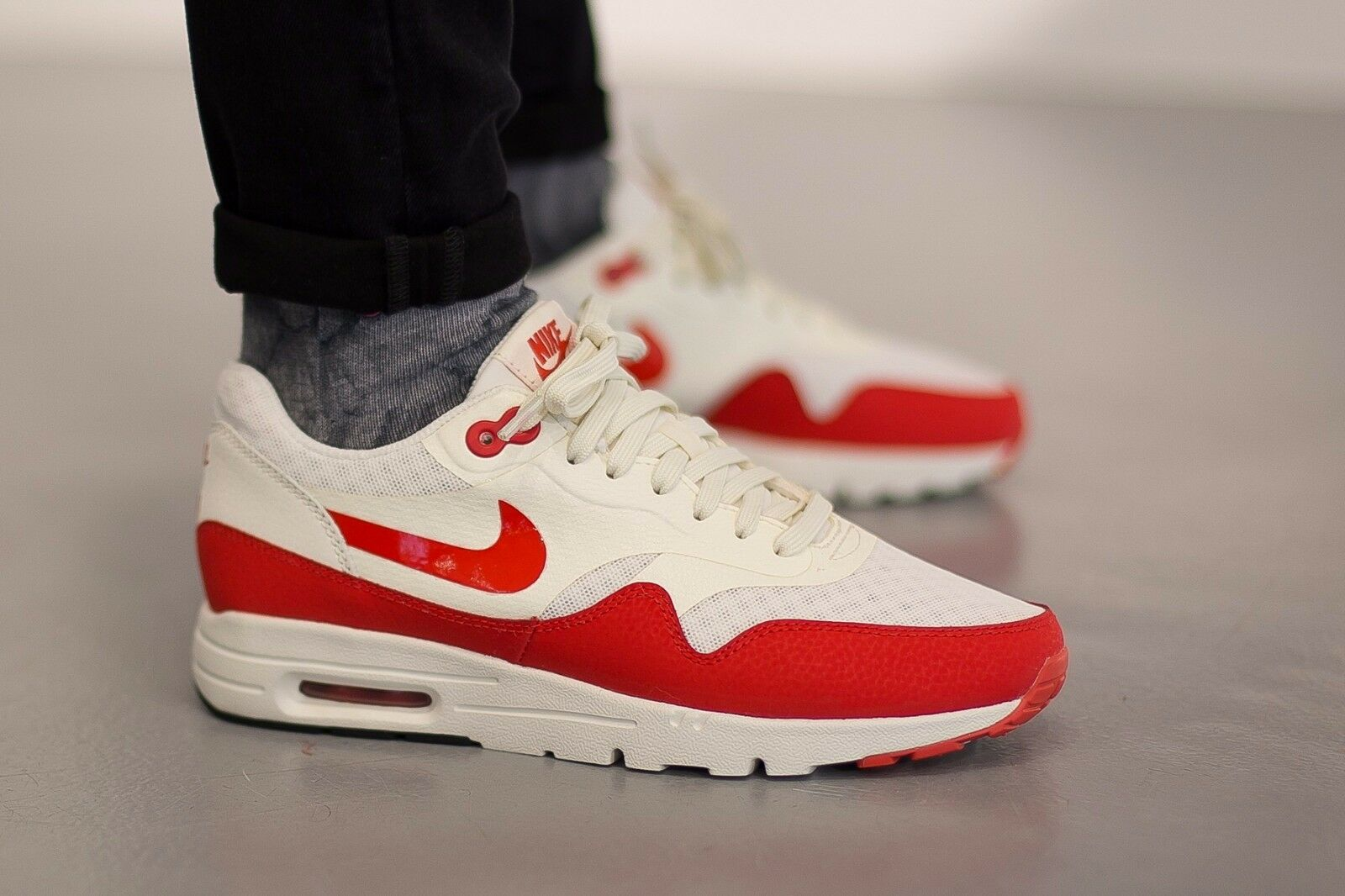 NIKE Air Max 1 Ultra  Essential Wmn Shoes Sz 8.5 704993-100 Sail-Challenge Red