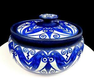 JANE-WHERRETTE-SIGNED-ART-POTTERY-BLUE-amp-WHITE-FLORAL-DESIGN-5-3-4-034-LIDDED-POT
