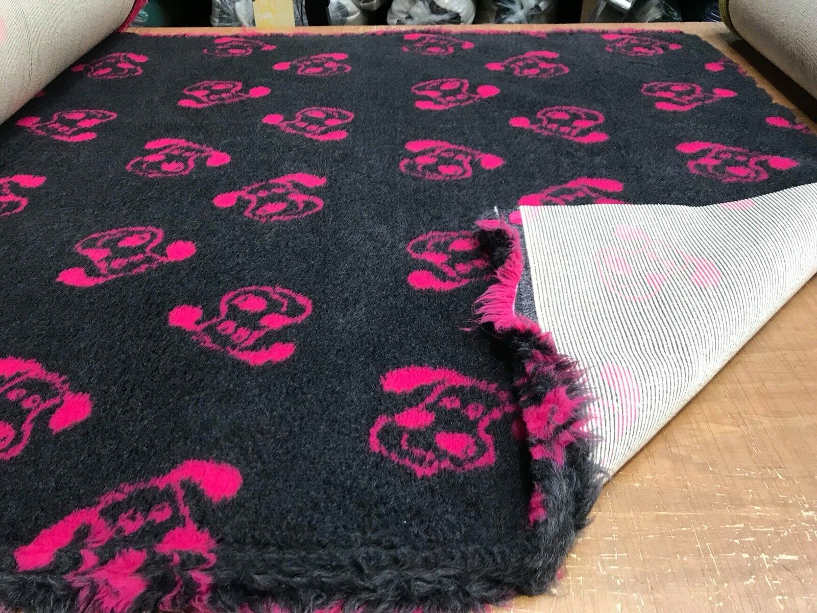 VET BEDDING NON-SLIP GREY  WITH PINK DOG FACE 2X 5MT ROLLS 1.52M