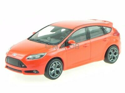 Ford Focus ST 5-Türer 2011 rot Modellauto 410081001 Minichamps 1:43
