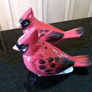 Salt-Pepper-Shaker-Pots-Set-Birds-Cruet-Black-Red-Hand-Painted-Table-Ceramic
