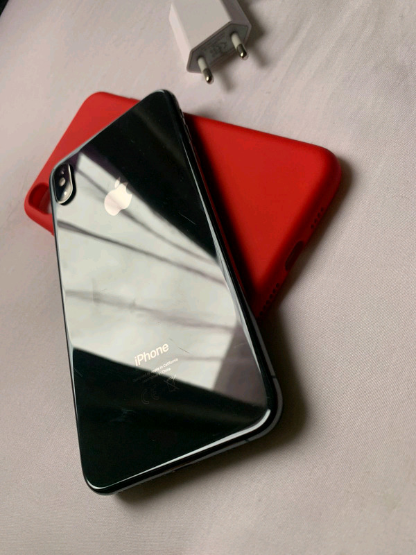 IPhone XS Max 256gb (Cellc) wit pouch, screen guard & charger R7600