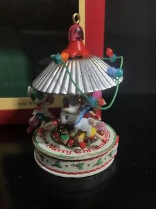 Carlton-Cards-Heirloom-Collection-Wee-Whatnots-Christmas-Ornament-Mice-Carousel