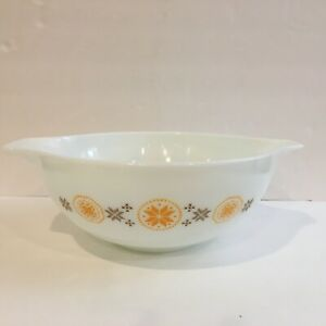 Vintage Pyrex Town and Country 444 Cinderella Bowl