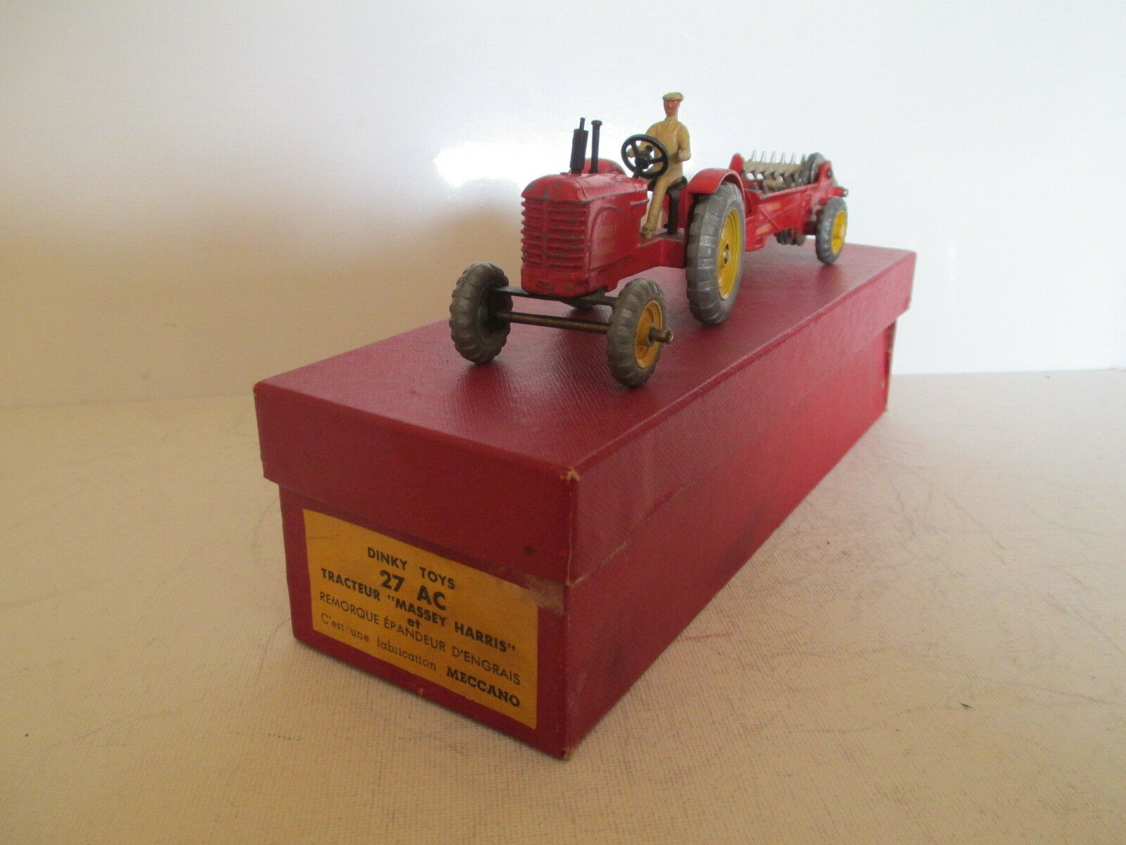 Dinky 27ac massey harris tractor fertilizer man in charge uncommon uncommon l @ @ k