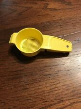 Tupperware ~ Yellow ~ Tea Strainer Sifter ~  #879 ~ Vintage ~ Preowned