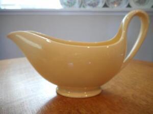 Wedgwood-Cane-gravy-or-sauce-boat