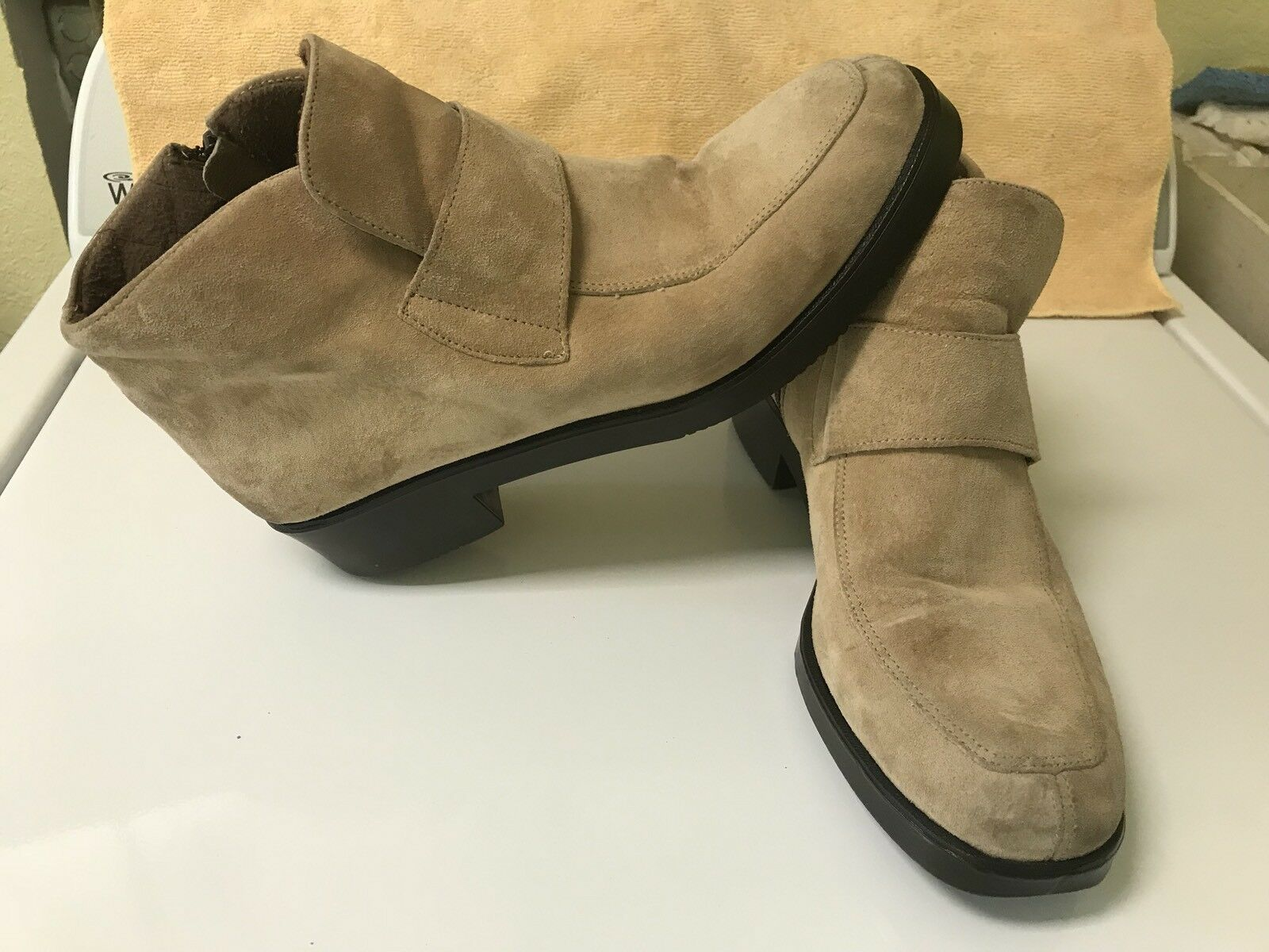 Hush Puppies Tan Ankle Boot Booties Suede Waterproof Quilted Zip Strap size 11 m