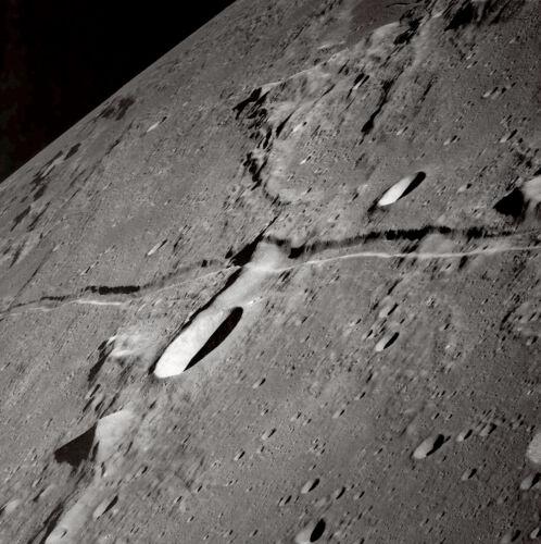 Apollo 10 Photo Nasa canal lunaire A Rille Runs Through It La Lune
