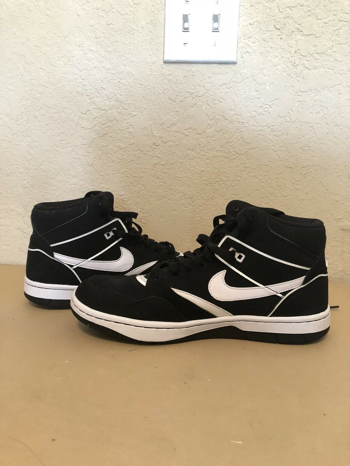 Nike Sky Force 88 Mid Black White Size 9 Barely Used