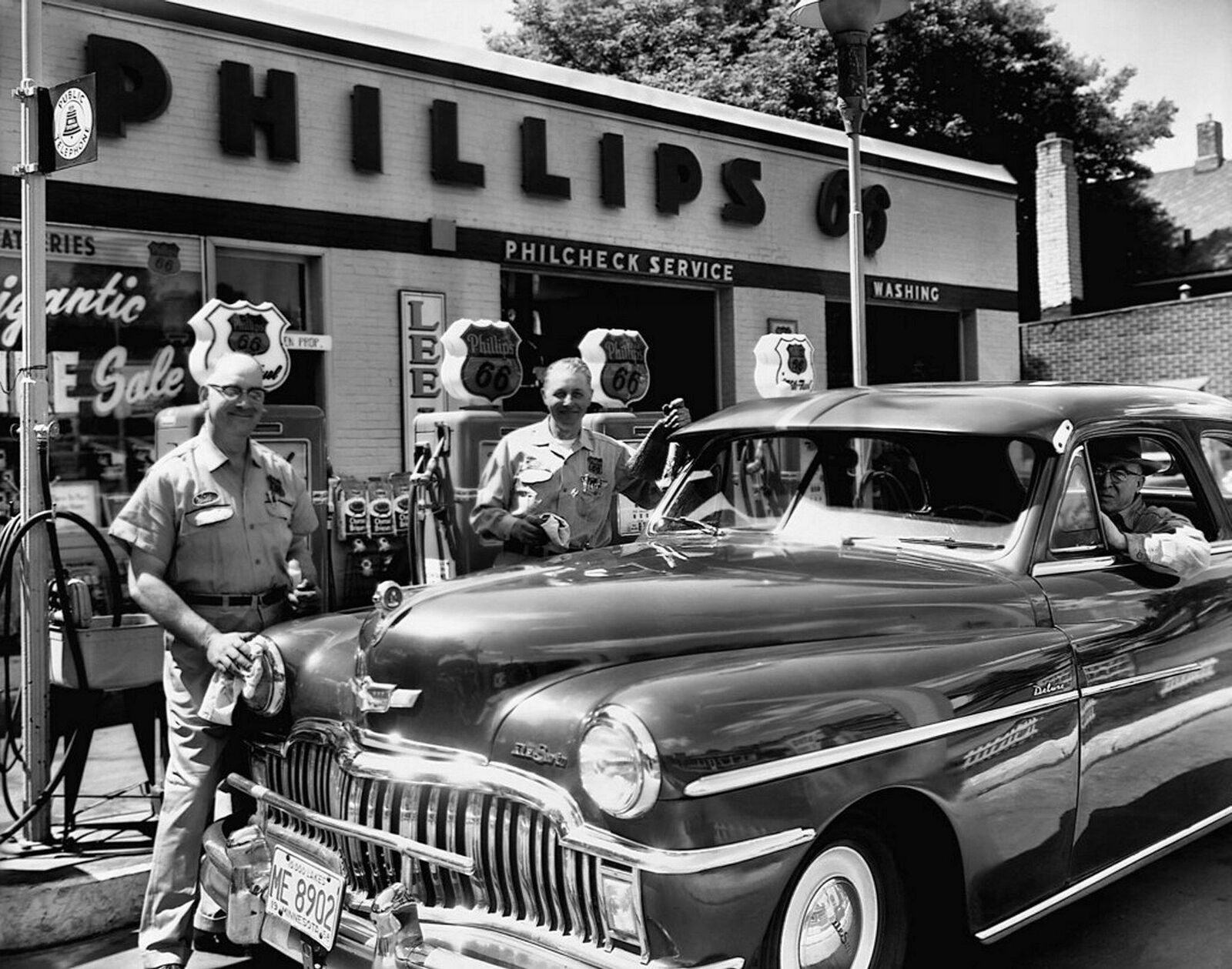 Image 1 - 1950s DESOTO AT PHILLIPS 66 GAS STATION Photo  (198-P)