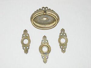 4 Messing-Möbel-Beschläge für Kommode und Tür, Historismus, Gründerzeit, ca.1880
