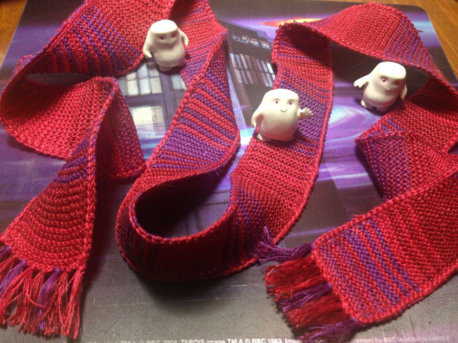 1/6 scale hand knitted Doctor Who 4th Doctor scarf - season 18