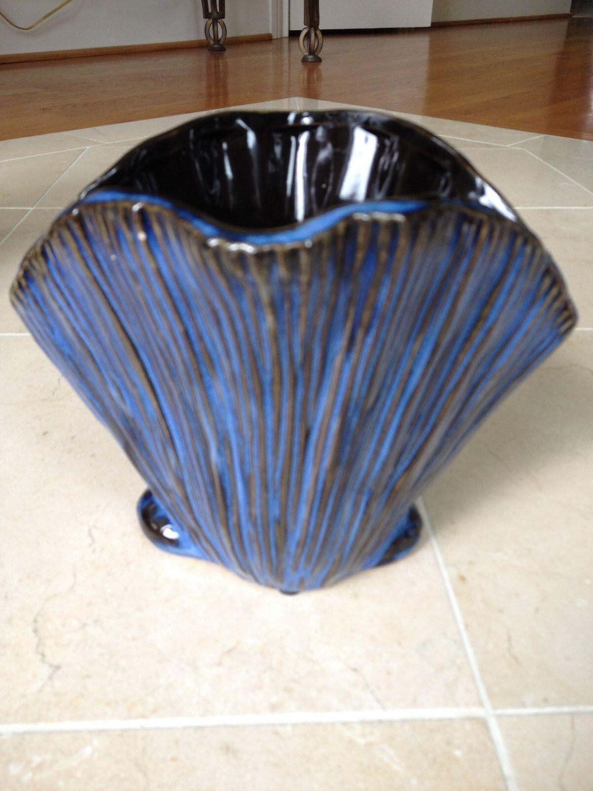 Three Hands Corp Scalloped Blau Seashell Ceramic Vase